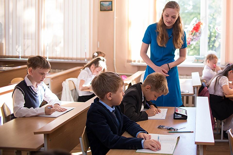 По оценкам экспертов, в среднем школы получают на 20% меньше денег, чем им полагается по нормативам