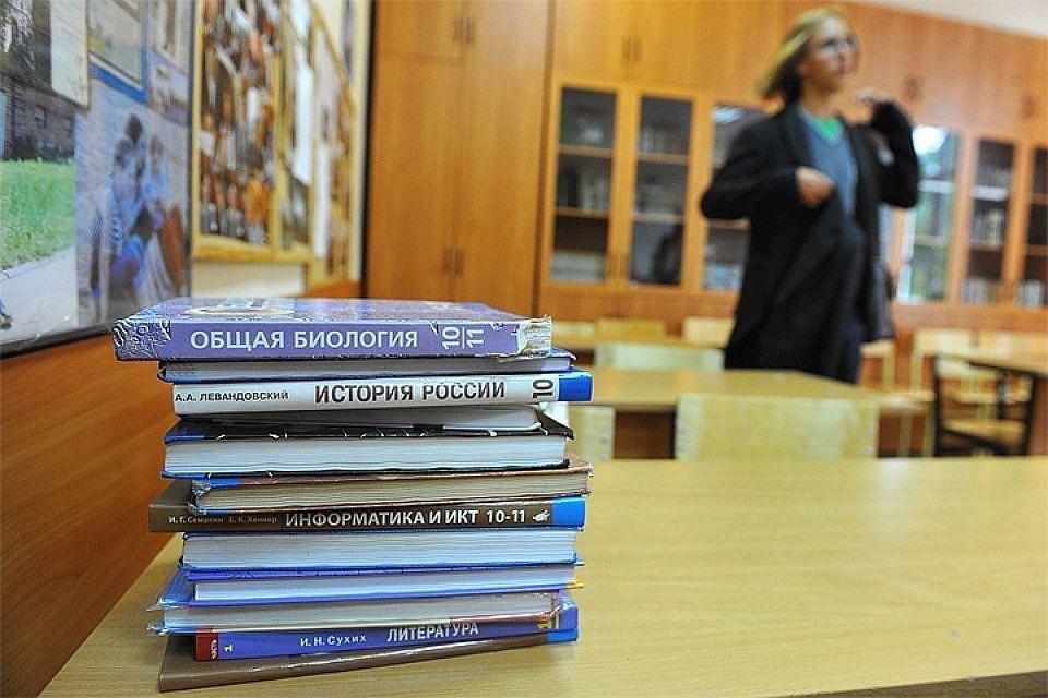 Треть новых учебников, предложенных издательствами для школ, были забракованы Министерством образования