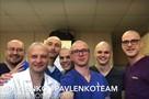 Петербургские врачи побрились налысо, чтобы поддержать больного раком коллегу