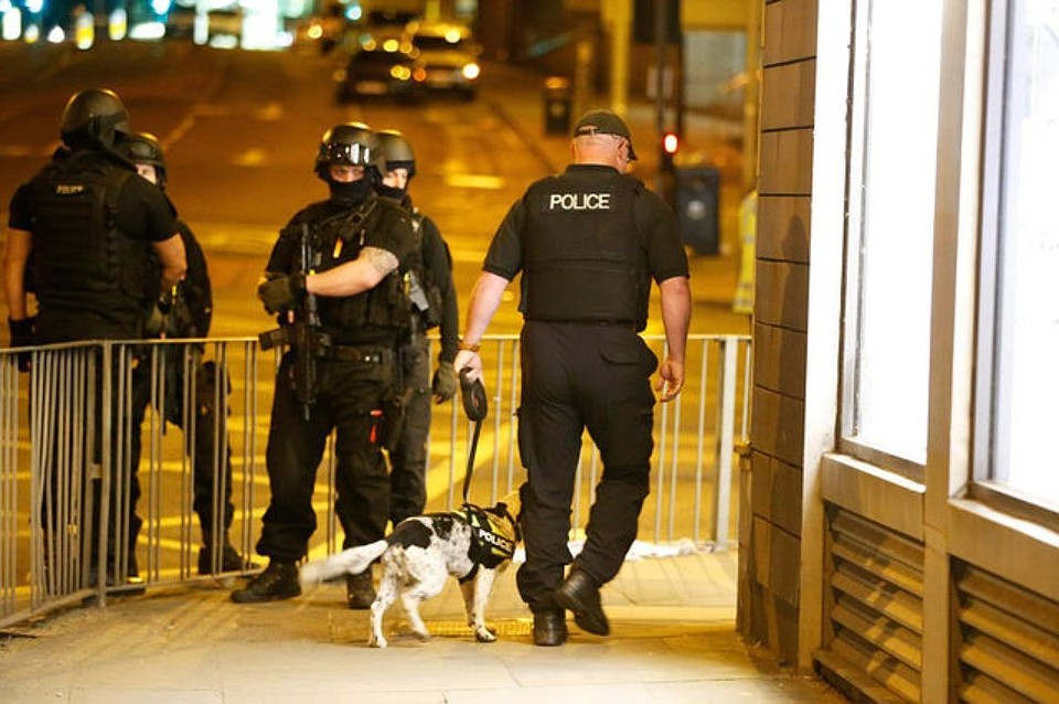 Британская полиция расследует наезд на двух человек у мечети в Бирмингеме