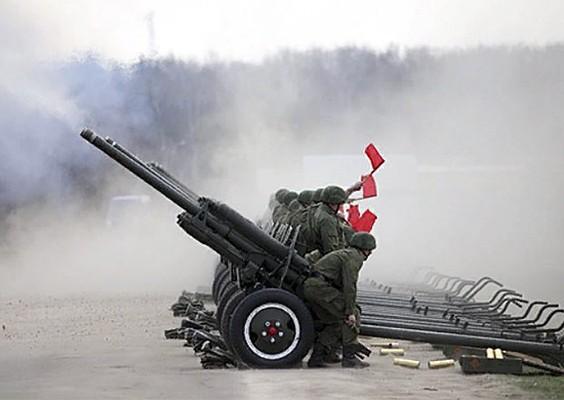 Водители военной техники завершают подготовку кпараду Победы вНовосибирске