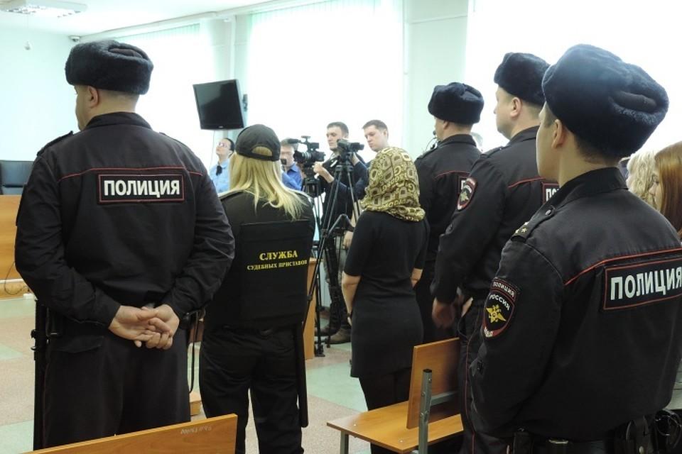 seks-odna-rabinya-na-chetverih-porno-foto-zrelie-russkie-zheni