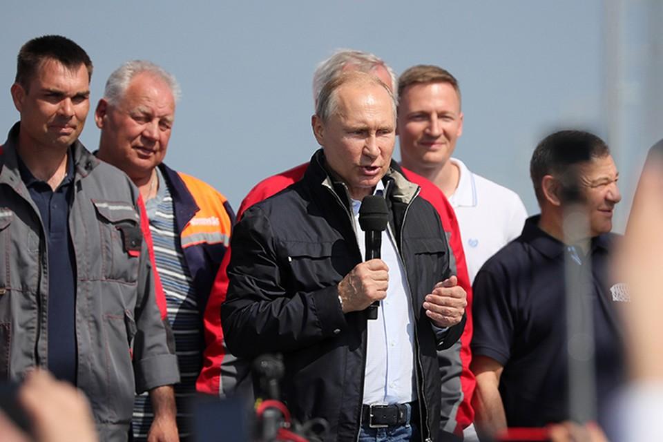 Владимир Путин выступил на митинге-концерте по случаю открытия автодорожной части Крымского моста. Фото: Сергей Бобылев/ТАСС