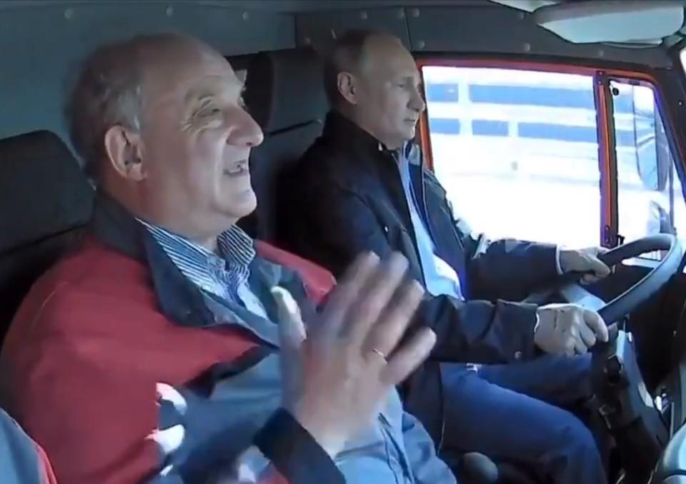 Владимир Путин и Александр Островский проехали по Крымскому мосту. Фото: скриншот видео