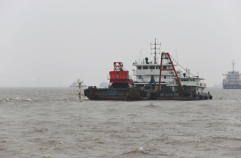 Рыболовецкое судно и лодка столкнулись в Японском море
