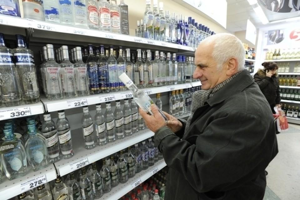 Больше всего денег россияне тратят на крепкий алкоголь.