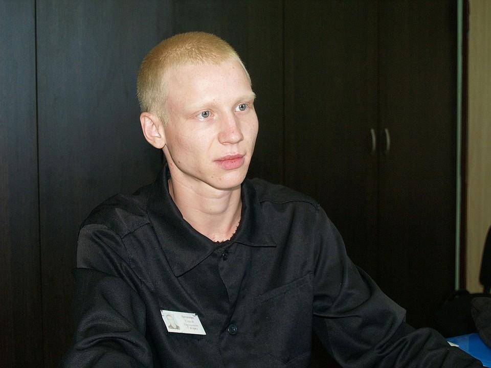 Сергей теперь завидный жених - имеет жилье получил почти что юридическое образование.