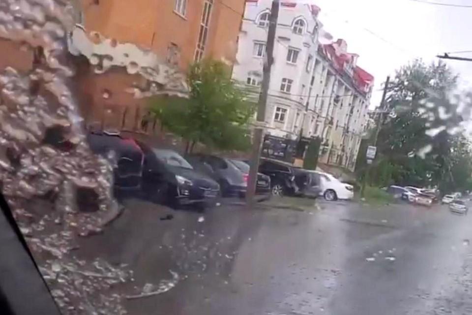 Липчане сняли на видео снег в июне