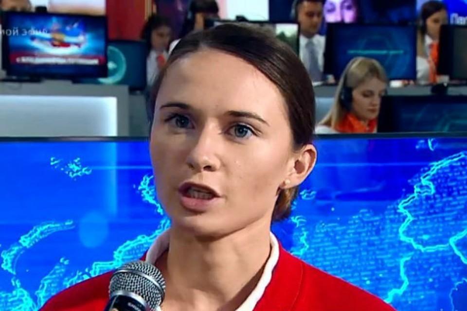 Вопрос про медицину президенту задала волонтер-медик Алевтина Киселева. Фото: с трансляции в сети Интернет.