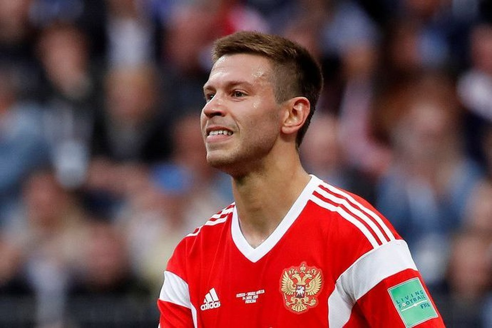 «Молодцы!»: Смолов станцевал на столе в раздевалке сборной России после победы над Испанией