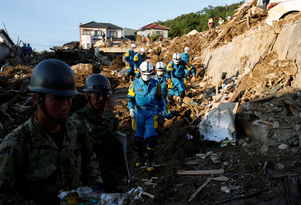 Спасатели продолжают поиски пострадавших