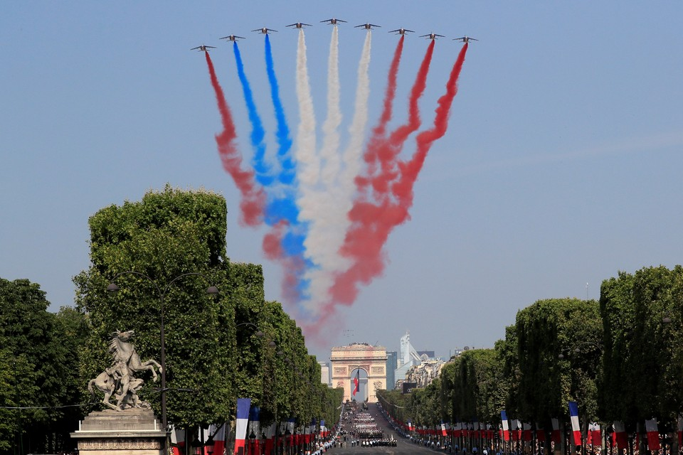 На Дне взятия Бастилии пилотажная группа перепутала цвета флага