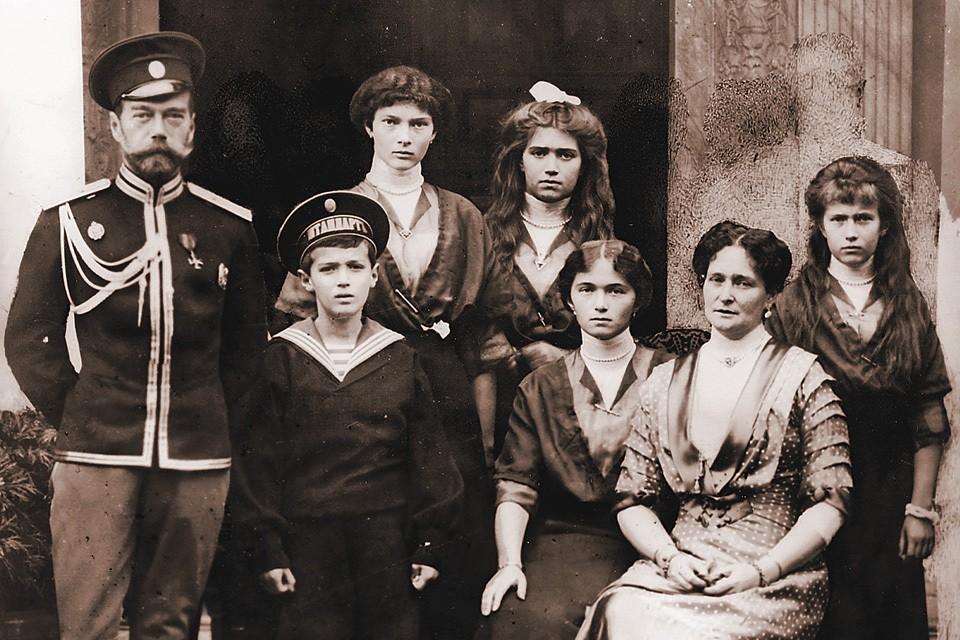 Николай Второй с семьей.