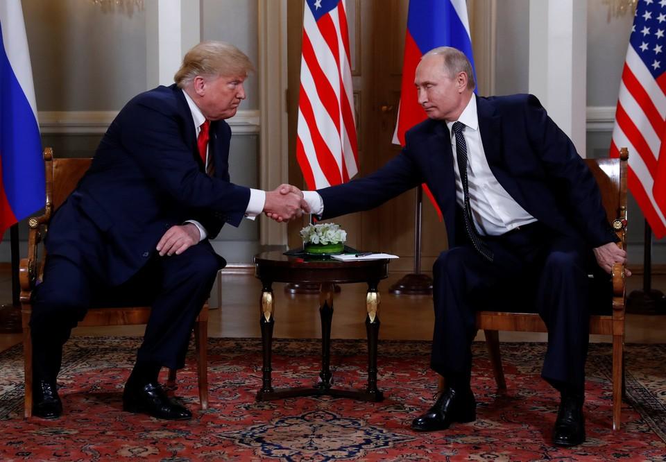 Президенты России и США Владимир Путин и Дональд Трамп на встрече в Хельсинки 16 июля 2018 года