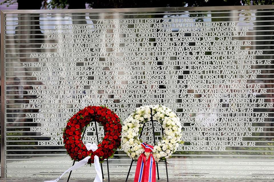 В Осло состоялась церемония открытия памятника жертвам двойного теракта Брейвика. Фото: с сайта aftenposten.no