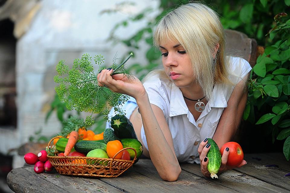 В жаркую погоду ешьте поменьше сладкого и побольше овощей и зелени