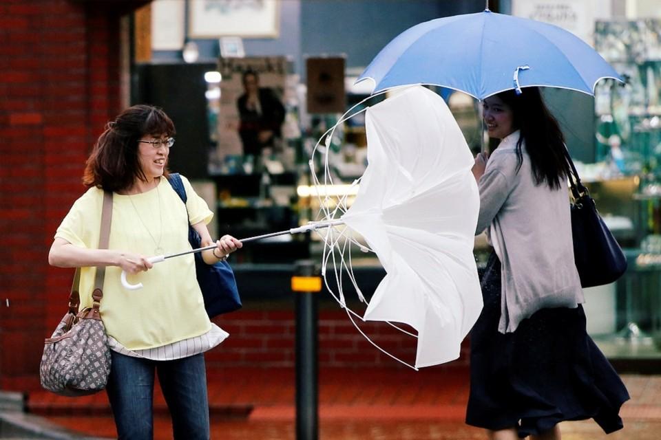 """В Японии из-за тайфуна """"Джондари"""" отменили уже 377 рейсов авиалиний"""