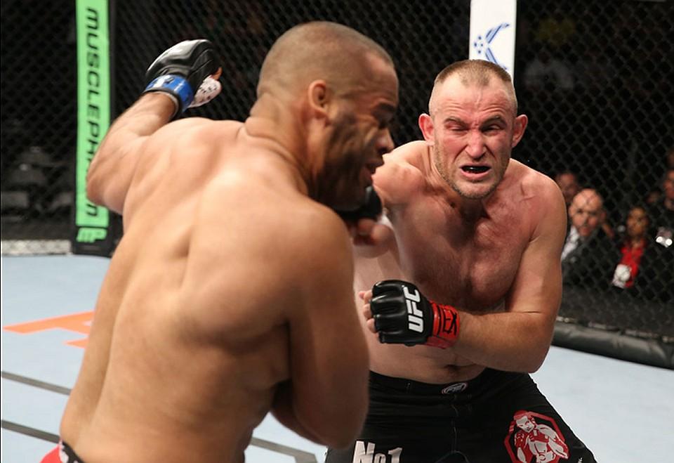 Алексей Олейник сразится с Марком Хантом. Фото: UFC.com