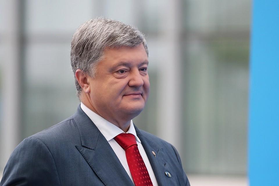 17:46Порошенко назвал дату перехода Вооруженных сил на лозунг «Слава Украине»