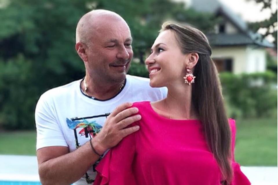 Александр и Наталья расписались 11 августа в Кутузовском загсе Москвы. Фото: Инстаграм.