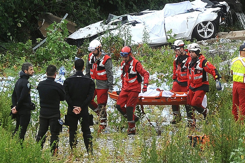 Количество жертв обрушения моста в Генуе возросло до 35 человек.