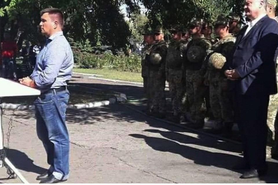 Украинские пользователи сети высмеяли Климкина за штаны по приезде в  Авдеевку d36962585fc