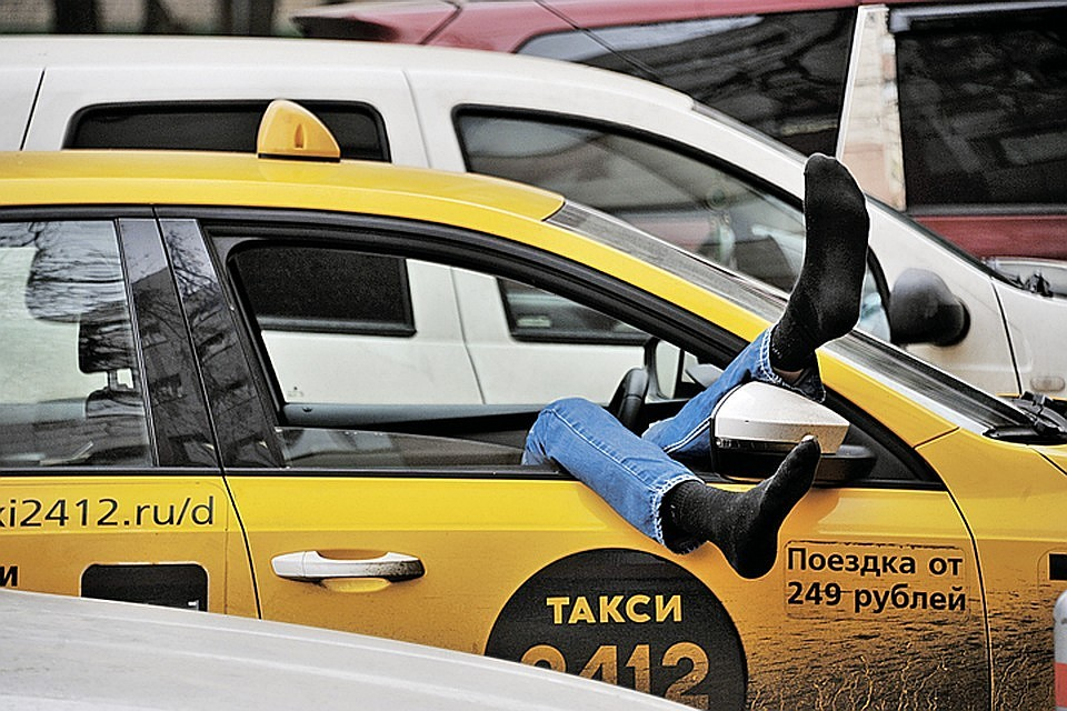 Таксист в воронеже попал в лужу