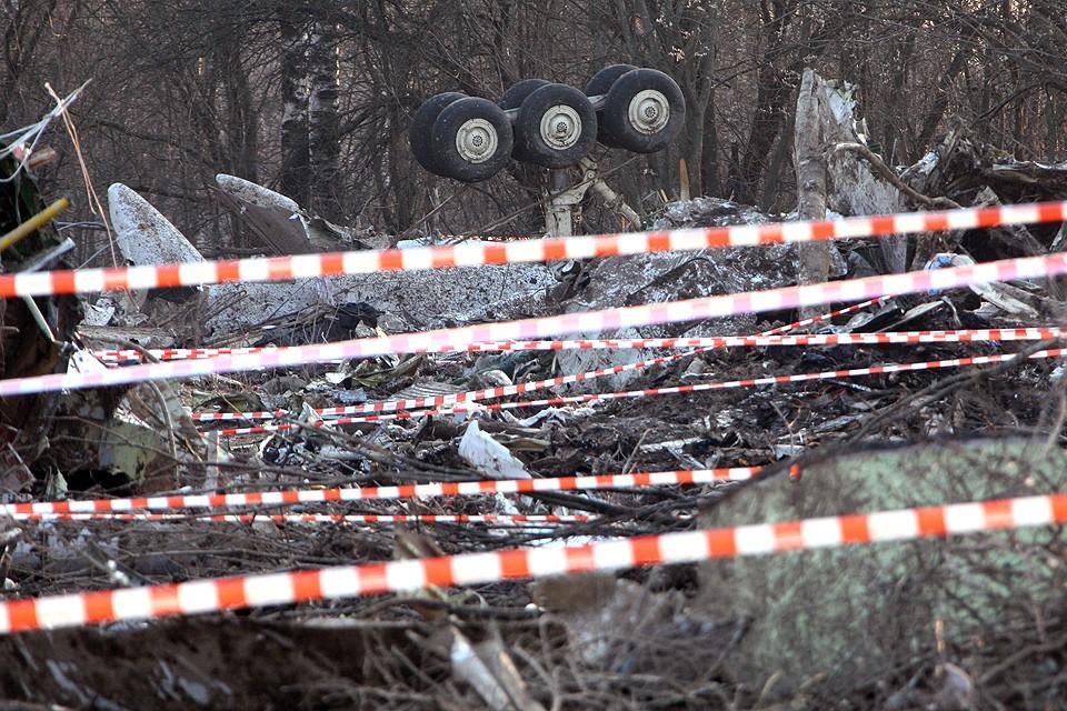 Апрель 2010 года, место крушения польского самолета в Смоленской области.