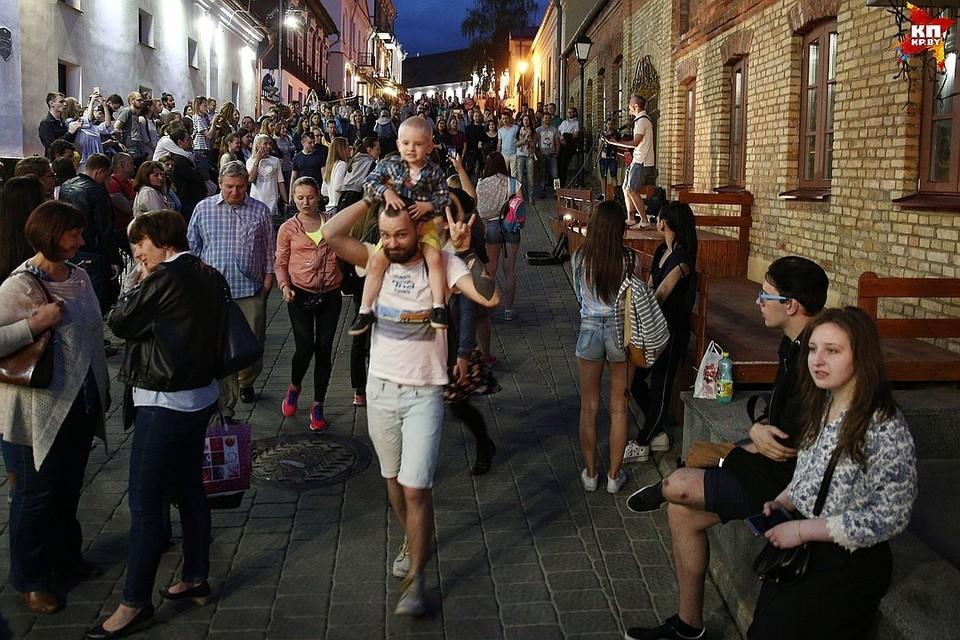 Ночью на Зыбицкой задержали 18 человек.