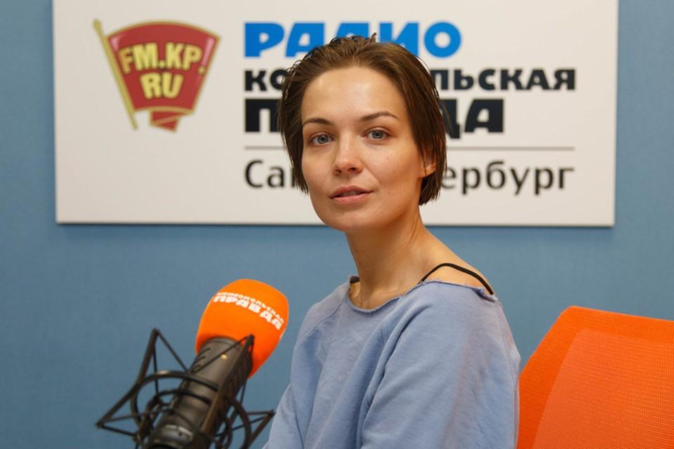 Марина Кацуба в студии радио «Комсомольская Правда в Петербурге»