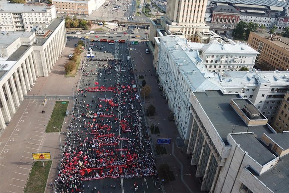 На митинг левых сил в Москве против повышения пенсионного полиция насчитала всего 3 тыс. человек. Фото: Дмитрий КОПТЕВ