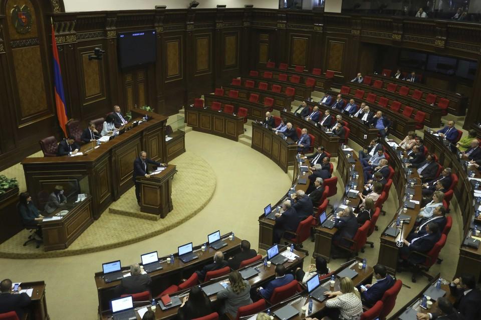 Парламент Армении не может начать заседание из-за нехватки депутатов