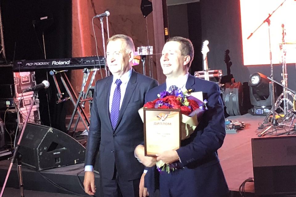 """Юрий Клюев (справа) стал пятым призером конкурса """"Учитель года России"""" 2018."""