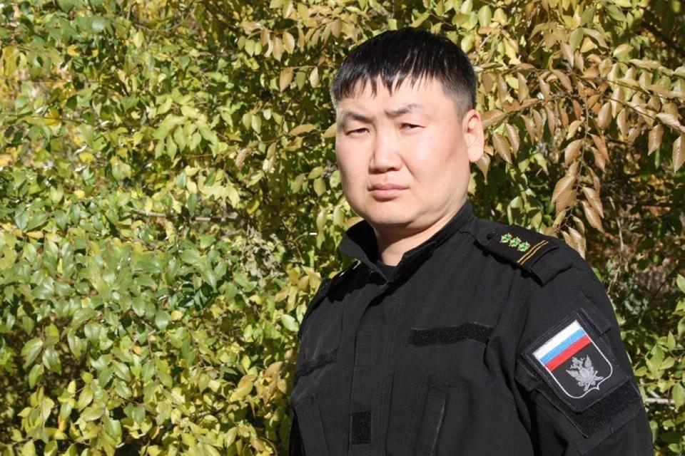Бато Петухаев спас ребенка и бабушку от нападения волкодава в Улан-Удэ. Фото: УФССП России по Бурятии