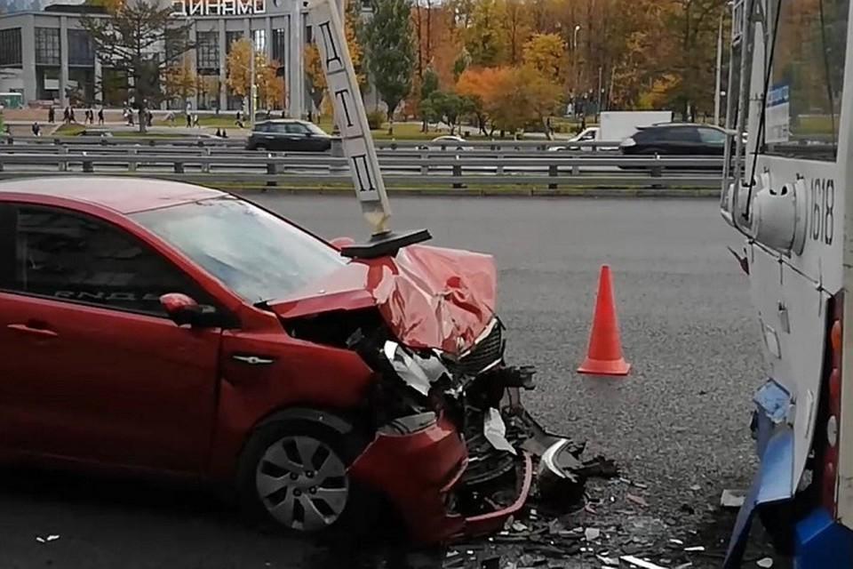 09:37Два человека пострадали в ДТП с троллейбусом на севере Москвы