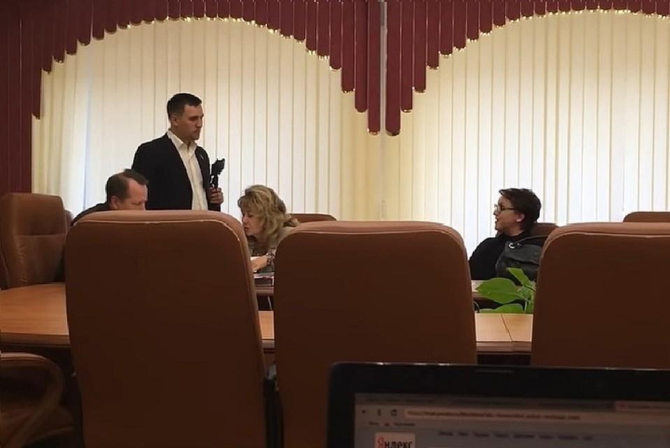Министр труда и занятости Саратовской области Наталья Соколова (справа)