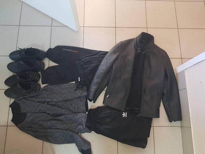 У девушки украли одежду в туалете видео