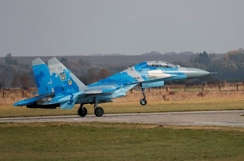 На месте падения СУ-27 на Украине черный ящик пока не найден