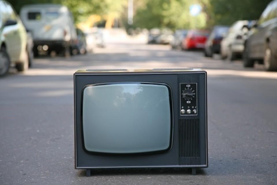 Украинцы не хотят смотреть телепрограммы только на украинском