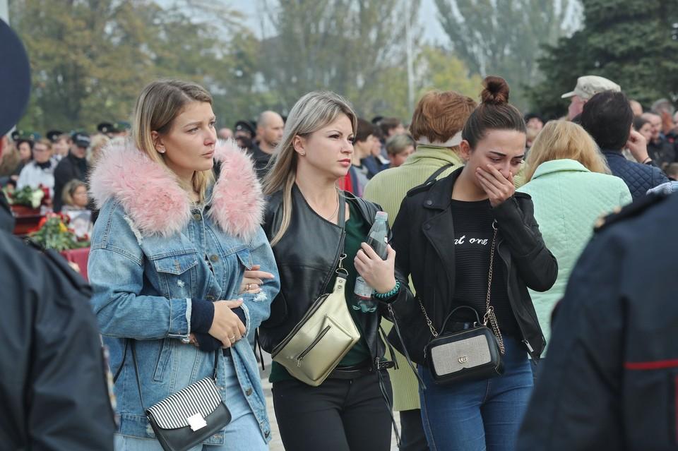 Трагедия произошла в Керчи 17 октября, погибших хоронили 19 и 20 октября. Фото: Сергей Аксенов/Фейсбук