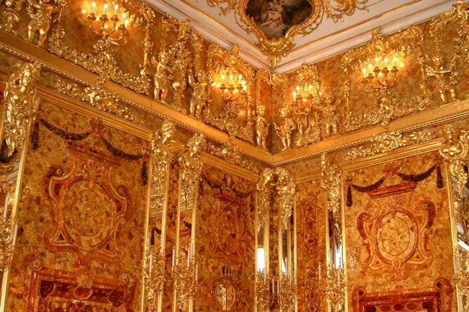 Деталь восстановленной Янтарной комнаты.