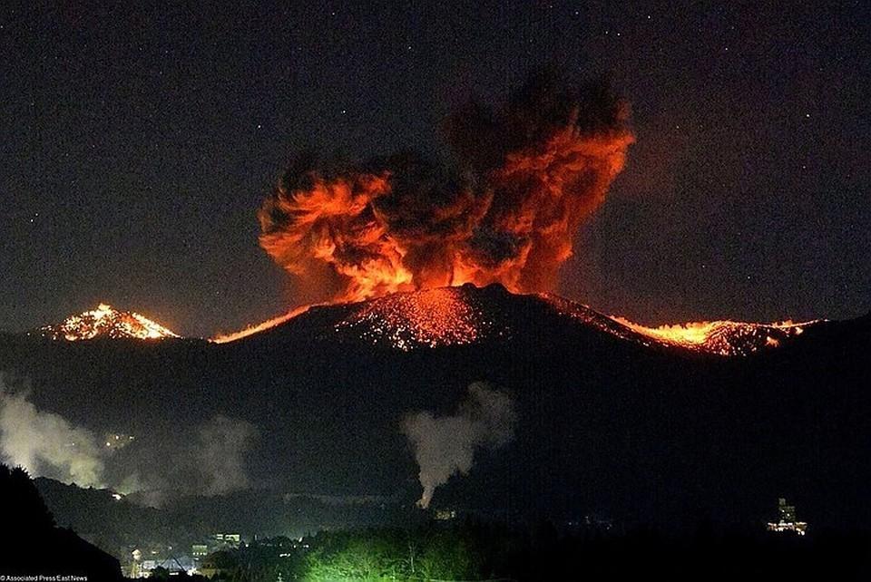 На Аляске зафиксировали извержение вулкана