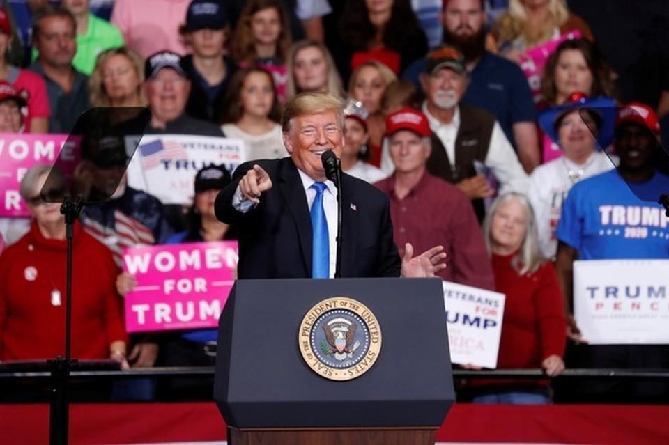 Президент США Дональд Трамп на предвыборном митинге в Северной Каролине