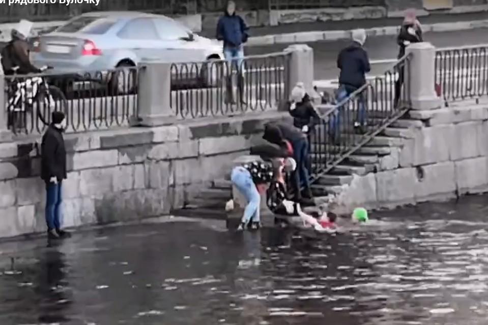 Инцидент произошел на набережной Фонтанки 28 октября. Фото: скриншот видео.