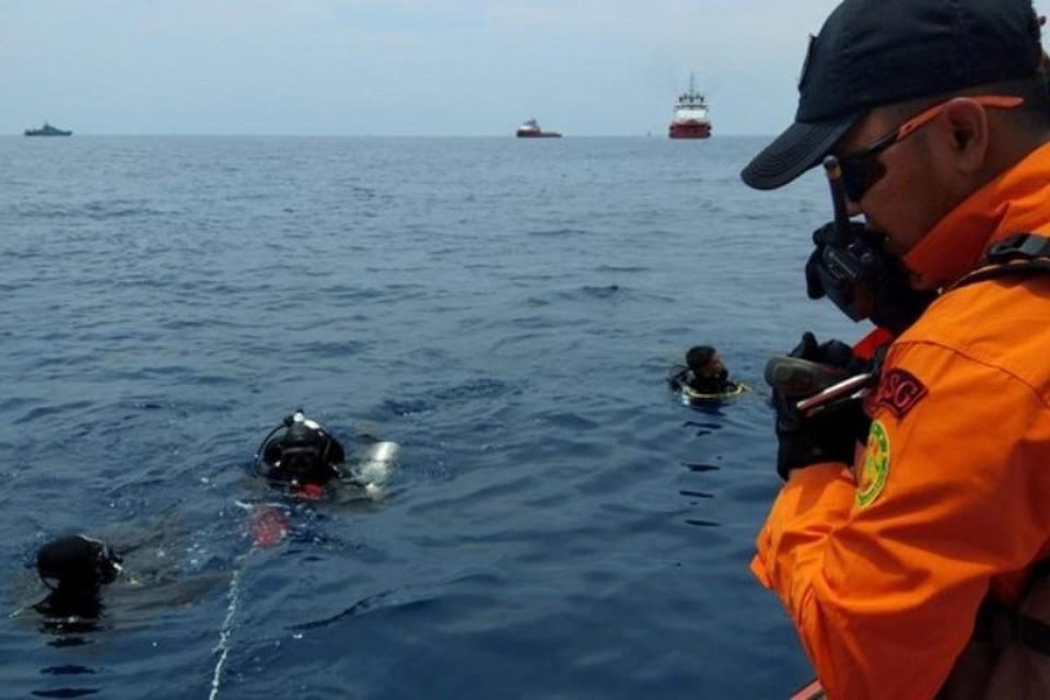Поисково-спасательная операция на месте падения лайнера в море