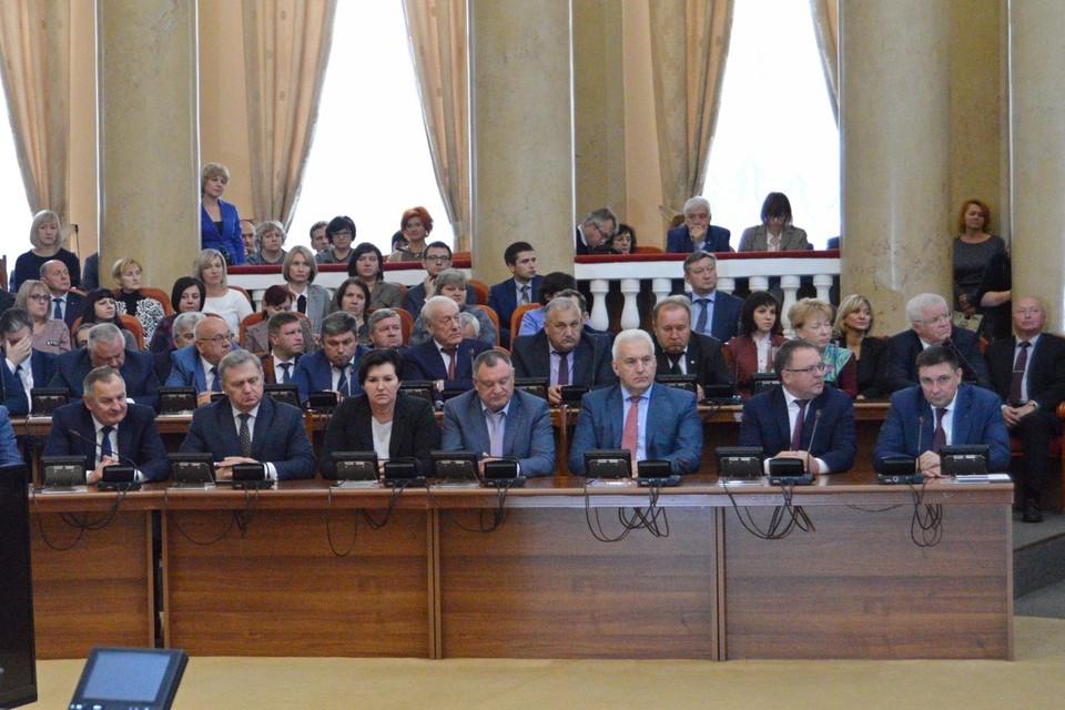 Депутаты расширят список чиновников, кому нельзя иметь счета за границей