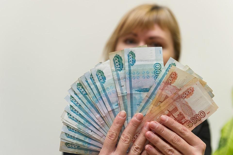 Самозанятым предложат добровольно зарегистрироваться и платить 4 - 6% с дохода.