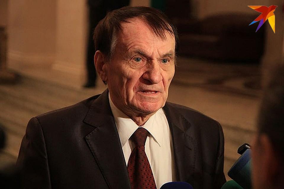 У Игоря Михайловича случился инсульт.