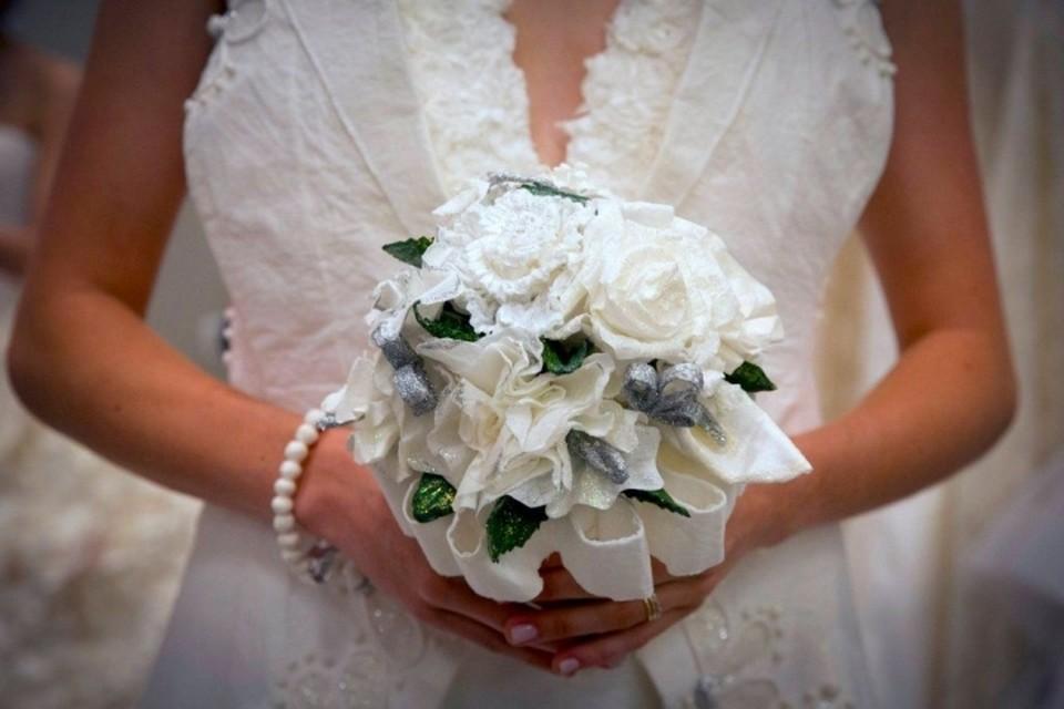 Жительница Техаса взорвала свое свадебное платье на вечеринке в честь развода