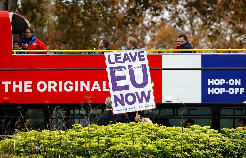 Великобритания должна будет продолжать вносить взносы в общий бюджет ЕС на протяжении всего переходного периода